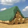 meule de paille avec bâche de couverture
